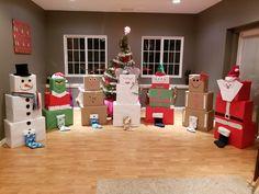 Christmas Present Wrap, Childrens Christmas Presents, Christmas Wrapping, Diy Christmas Gifts, Christmas Projects, All Things Christmas, Christmas Fun, Christmas Present Themes, Gift Wrapping Ideas For Christmas For Kids