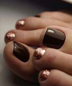 Nail art Christmas - the festive spirit on the nails. Over 70 creative ideas and tutorials - My Nails Fall Toe Nails, Pretty Toe Nails, Cute Toe Nails, Fancy Nails, Gorgeous Nails, Love Nails, My Nails, Polish Nails, Nail Art Toes