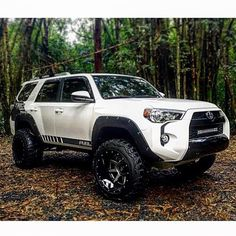 """Owner: @alxiis94 '16 4Runner • 4"""" Lift • 20x14 Fuel Rampage • 33x12.5 Nitto Mud Grapplers ___________________________ #toyota ..."""