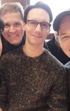 hes so cute !! Gorgeous Men, Beautiful People, Penguin And Riddler, Netflix Time, Cory Michael Smith, Gotham Cast, Fox Tv Shows, Gotham Girls, British Boys
