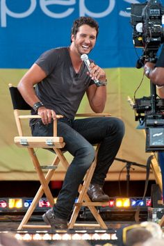 My new obsession: Luke Bryan. Country singing, handsome looking, baseball cap wearing cutie.