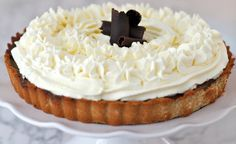 Yes! This is a graine free chocolate pie made with honey! I will be making this for thanksgiving forrrr sure!