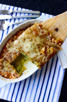 Skinny Zucchini Casserole. Grease a baking pan with butter Squeeze 3 and ½ C grated zucchini with your hands Add 2 beaten eggs 1 tblesp grated cheese S&P combine Pour mixture into baking pan spread evenly Sprinkle 5 tblsp breadcrumbs & 3 tblsp grated cheese on the top Cover with aluminium foil bake for 30¨ until puffed up uncover & bake for a further 15¨ until golden