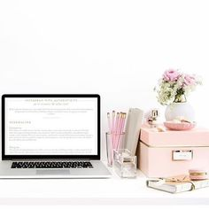 regram @ffrenchee t u e s d a y  d e s k  v i b e s  #deskdecor #macbookpro #prettythings #cutestationary #misspoppydesign #pink #gold #pinkandgold #katespade #homedecor #adelaide #adelaideblog #adelaideblogger #australianblogger #lifestyleblogger #ffrenchee #ffrencheegirls #ffrencheetheblog  @bonniejoymarie