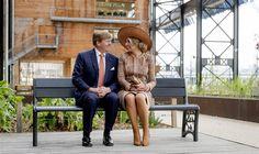 PARIJS - Eigenlijk is te veel tijd verstreken tussen het vorige Nederlandse staatsbezoek aan Frankrijk en het bezoek waar koning Willem-Alexander donderdag aan is begonnen. Dat merkte de koning zelf op tijdens zijn dankwoord aan het einde van de ontvangst van de Nederlandse gemeenschap in Frankrijk. In 1991 was zijn moeder koningin Beatrix op staatsbezoek. (Lees verder…)