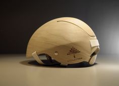 Un casque de vélo… en bois !