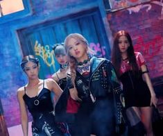 Find images and videos about kpop, rose and blackpink on We Heart It - the app to get lost in what you love. Kim Jennie, Kpop Girl Groups, Korean Girl Groups, Kpop Girls, Blackpink Lisa, Yg Entertainment, Nayeon, Blackpink Fashion, Fashion Looks