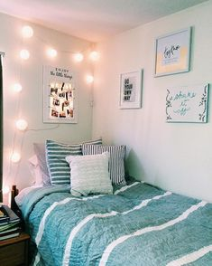 Dorm Room Essentials Create A Stylish Space For Lounging, Studying & Sleeping 49 Dorm Room Designs, Living Room Designs, Bedroom Designs, Deco Surf, University Rooms, Uni Room, Cute Bedroom Ideas, Cute Dorm Rooms, Beach Dorm Rooms