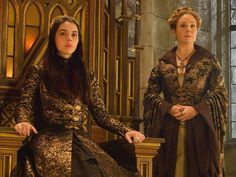 """""""Never underestimate the power of a queen. #Reign returns TONIGHT at 9/8c!"""""""