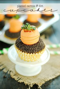 Cute cupcakes! food, desserts, party, Easter  Carrots & Dirt Cupcakes | www.somethingswanky.com