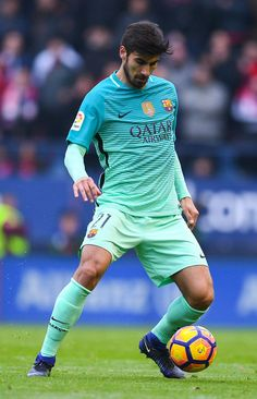 Andre Gomes of FC Barcelona runs with the ball during the La Liga match between CA Osasuna and FC Barcelona at Sadar stadium on December 10, 2016 in Pamplona, Spain.