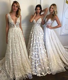 8 Great Tips For Picking The Perfect Wedding Dress. When little girls use their mathematics classes fantasizing of weddings, what do they dream of first? The perfect bridal gown, naturally: a dress in white Dream Wedding Dresses, Bridal Dresses, Wedding Gowns, Prom Dresses, Formal Dresses, Greek Bridesmaid Dresses, Wedding Dress 2018, Tule Wedding Dress, Wedding Dressses