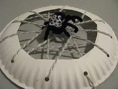 Paper plate and spider web Halloween craft! Insect Crafts, Bug Crafts, Bug Insect, Spider Web Craft, Spider Crafts, Spider Webs, Theme Halloween, Halloween Crafts, Preschool Halloween