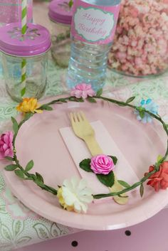 place setting at a fairy birthday party! See more party ideas at !Lovely place setting at a fairy birthday party! See more party ideas at ! Garden Birthday, Fairy Birthday Party, 6th Birthday Parties, Birthday Ideas, Festa Thinker Bell, Ben Y Holly, Fairy Tea Parties, Fairytale Party, Party Fiesta