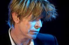David Bowie durante un concierto en el Festival de Jazz de Montreux (Suiza) en 2002.  FABRICE COFFRINI (EFE)