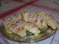 Enroladinho de queijo - Tudo Gostoso Casserole Recipes, Bread Recipes, Cooking Recipes, Brazilian Bread, Brazilian Recipes, Bread Cake, Four, Sweet Bread, Cakes And More