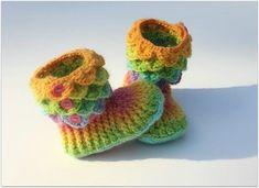 Child Size Crocodile Stitch Crochet Boots - Knitting Patterns by Lianka Azulay Crochet Boots, Crochet Bebe, Crochet Slippers, Love Crochet, Kids Slippers, Knit Baby Shoes, Baby Booties, Knitting Patterns, Crochet Patterns