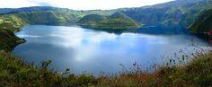 CUICOCHA, IMBABURA, ECUADOR  Acostumbrados a su baño diario sumergidos en la desnudez total de la laguna aparecen los islotes Yerovi y Wolf.