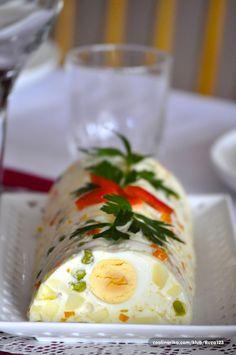 Hadno pedjelo - Nije lose za prevruce dane....francuska salata uz dodatak zelatine i kuhanih jaja,dobije oblik koji zelite,omjer zelatine ide 6gr na 500ml tekucine...tako da omjere pravite sami ,koliko cega dodate ,mislim mlijeko ,vrhnje ili vec sta hocete,jogurt..+ povrce,zelatina