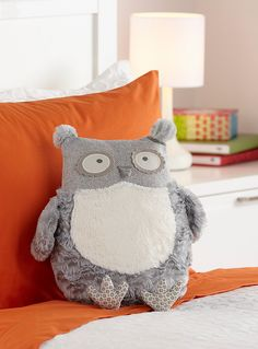 "Snow owl shaped cushion for a decorative fun touch   Blend of textures with tweed-like herringbone weave and silky plush that you'll love to cuddle   Soft, easy-to-match light grey and ivory   13"" x 13"""