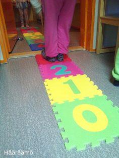 Temppurata: lukumäärien, numerosymboleiden ja lukujonotaitojen harjoittelua toiminnallisesti esiopetuksessa Outdoor Blanket, Kids Rugs, Math, Children, Home Decor, Sun, Education, School, Style