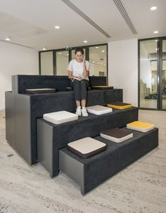 VIVACITY - MOORE Design Assise retractable Beatbox #officefurniture #office #furniture #seating Industrial Office Design, Office Interior Design, Office Interiors, Kids Church Decor, Kids Church Rooms, Flex Office, Office Lounge, Bureau Design, Design Lounge