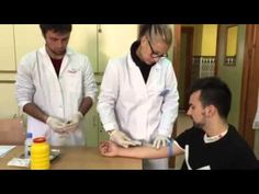 Extraer sangre con aguja y jeringa