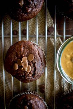Muffins με σοκολάτα και φυστικοβούτυρο (χωρίς ζάχαρη) - Myblissfood.grMyblissfood.gr Peanut Butter Muffins, Chocolate Peanut Butter, Cupcake Cakes, Cupcakes, Chocolate Peanuts, Breakfast, Sweet, Food, Morning Coffee