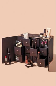 This limited-edition celebratory Laura Mercier collection is packed with full- and deluxe-sized iconic products.