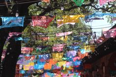 Why visit San Antonio during Fiesta - The Scoop - Medium San Antonio Riverwalk, Downtown San Antonio, Art Pictures, Art Images, Visit San Antonio, San Antonio Missions, Hispanic Heritage Month, Flat Lay Photography, Painting People