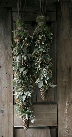 11 DIY Holiday Garland Decorating Ideas on a Budget DIY Girlande Ideen Rustic Christmas, Winter Christmas, Christmas Home, Christmas Crafts, Christmas Budget, Christmas Garlands, Christmas Fireplace, Green Christmas, Primitive Christmas