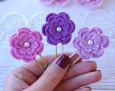 Crochet Wallet, Crochet Bookmarks, Crochet Buttons, Crochet Applique Patterns Free, Crochet Flower Patterns, Crochet Flowers, Crochet Doll Tutorial, Crochet Dolls, Crochet Hair Clips
