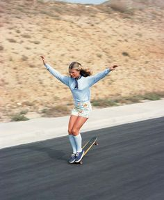 Classmates - skate star Ellen O'Neal Deason, Class of 1977 was an awesome fee style skater from San Diego and a Crawford Colt! A freestyle star in the and a pioneer of women's skateboarding,. Eleven Paris, Hugh Holland, Foto Sport, Mode Hippie, Classy People, Skate Girl, Skateboard Girl, Skateboard Pictures, Skateboard Fashion