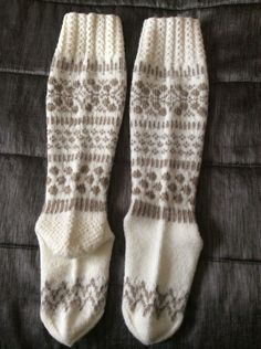 Knitting Socks, Knitting Ideas, Handicraft, Ravelry, Knit Crochet, Slippers, How To Make, Pattern, Crafts