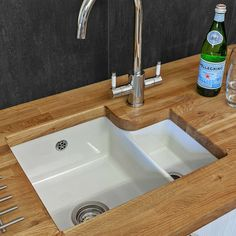 Choosing a New Kitchen Sink Ceramic Kitchen Sinks, Ceramic Undermount Sink, White Kitchen Sink, Kitchen Taps, Ceramic Bowls, New Kitchen, Kitchen Ideas, Copper Kitchen, Kitchen Layout