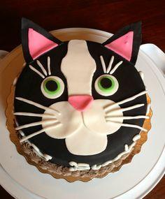 Le gâteau d'anniversaire chat ! Facile à réaliser, découvrez la recette sur http://www.feteanniversaire.fr/