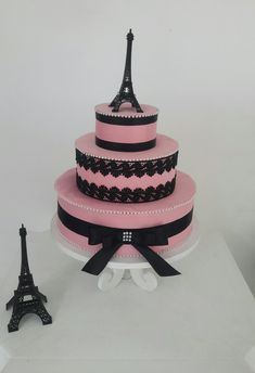 Bolo fake Paris, feit o por DanyBatista. Paris Birthday Cakes, Paris Themed Cakes, Paris Cakes, Paris Prom Theme, Paris Party, Bolo Paris, Bolo Fack, Paris Sweet 16, Fake Cake