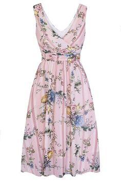 Světle růžové šaty s drobnými květy od značky Lady V London je model vhodný na svatbu, na párty, do teplých letních dní. Díky materiálu (100% polyester), který je velmi lehký, se budete cítit skvěle po celý den. Bez rukávů, výstřih do V vpředu i vzadu, zapínání na skrytý zip na zádech. V pase všitý řasený pásek. K šatům doporučujeme boty na podpatku z naší nabídky. Feminine Names, Summer Stripes, Full Skirts, Sheer Chiffon, Lady V, Fitted Bodice, Pretty Woman, Lab, Fashion Dresses