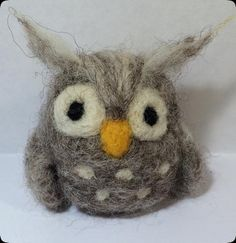 needle felted gray owl pdf file instructions pattern tutorial for beginners - Lorena Wool Needle Felting, Needle Felting Tutorials, Needle Felted Animals, Wet Felting, Felt Owls, Felt Animals, Bunny Crafts, Felt Crafts, Kids Crafts