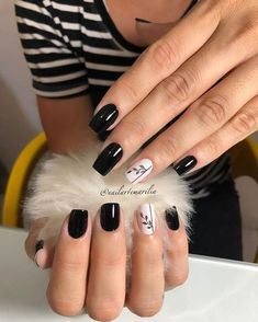 With spring nails, put an end to your gloomy winter days. It is time to try on some neutral spring colors and for ideas; here are some spring nail designs. Stylish Nails, Trendy Nails, Cute Nails, Hair And Nails, My Nails, Minimalist Nails, Best Acrylic Nails, Dream Nails, Nagel Gel