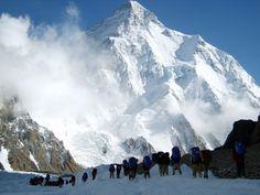 Il K2 conosciuto anche come Monte Godwin-Austen, ChogoRi (lingua balti) o
