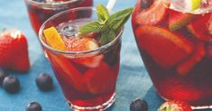 Sangria is among the best of summer drinks because it's fruity, refreshing and definitely goes down easily. In that spirit, we have recommendations for five off-Strip restaurants that serve sangria in the Las Vegas Valley. Summer Sangria, Red Sangria, Summer Drinks, Sangria Punch, Spanish Sangria Recipe, Solution Gourmande, Mousse Fruit, Pina Colada, Simple Pleasures