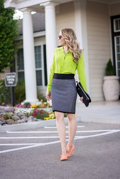 Love this beautiful bright green button down blouse. Blouses are so comfortable to wear, easy to style and make an outfit look put together. They are also a great way to add colors or trends into your wardrobe.