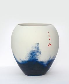 Beautifully pottery with a distinctive Japanese style. I love Alison's work.