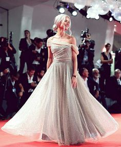 Victoria Magrath share the Look Let's talk about dresses in Trendtation. Most Popular Instagram Accounts, Sparkly Gown, Dior Gown, Fairytale Dress, Armani Beauty, Victoria, Gal Meets Glam, Beauty Magazine, Girl Online