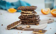 Hjemmelaget Kvikk Lunsj i vaffeljernet | EXTRA Chocolate Sweets, Healthy Chocolate, Recipe Boards, Food Festival, No Bake Cake, Baked Goods, Sweet Tooth, Food And Drink, Cooking Recipes
