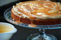 Chocolate and coffee mouse with whipped cream and crunchy almonds Cooking Recipes with Laura Sava - The best recipes for the whole family Creme Caramel, Ferrero Rocher, Whipped Cream, Cake Cookies, Nutella, Biscuits, Good Food, Cooking Recipes, Pudding