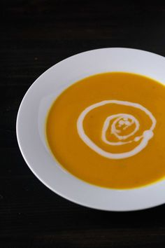 Warm your belly with this Kabocha Squash Soup! Just a few simple ingredients and four easy steps, and you can have soup ready in less than 45 minutes. Veggie Recipes, Vegetarian Recipes, Healthy Recipes, Kabocha Squash Soup, Winter Soups, Vegan Soups, Appetizers, Gluten Free, Toe