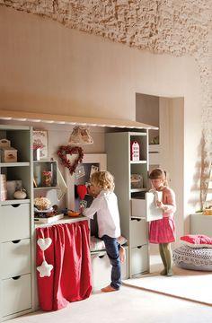 kids room//christmas decor..