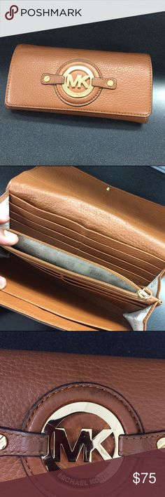 72f3efa6ac48 Michael Kors wallet Michael Kors wallet in excellent used condition. 100 %  authentic.